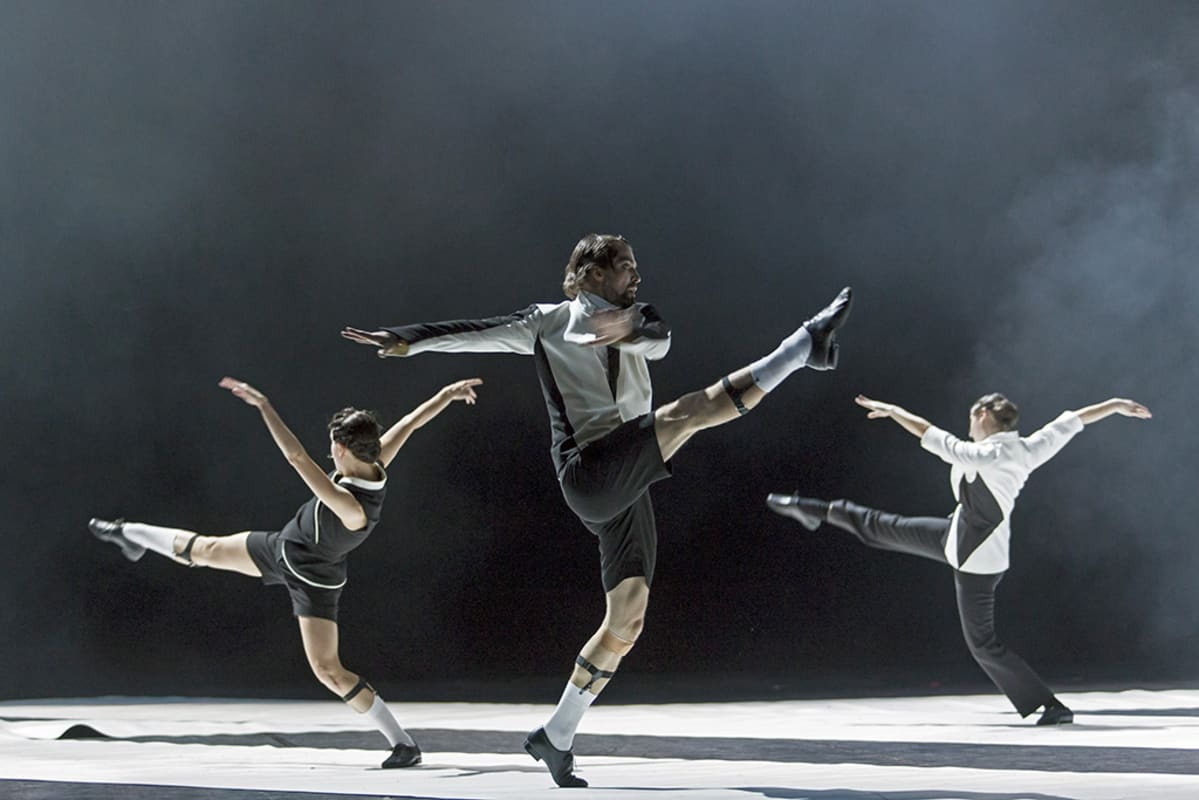kolme balettitanssijaa harppoo