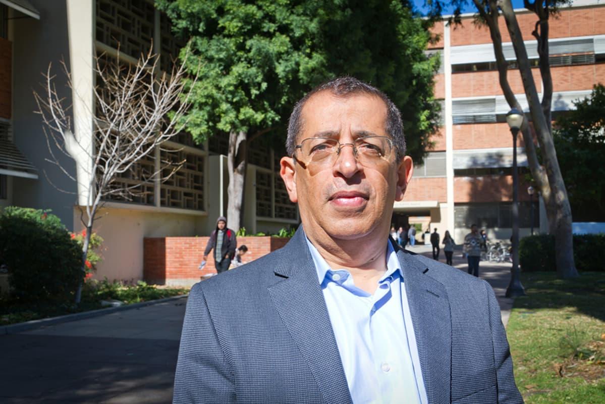 Kemian ja biomolekylian insinöörialan professori Yoram Cohen.
