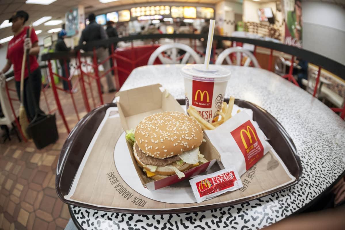 McDonalds suihin musta käärme vaikerrus porno