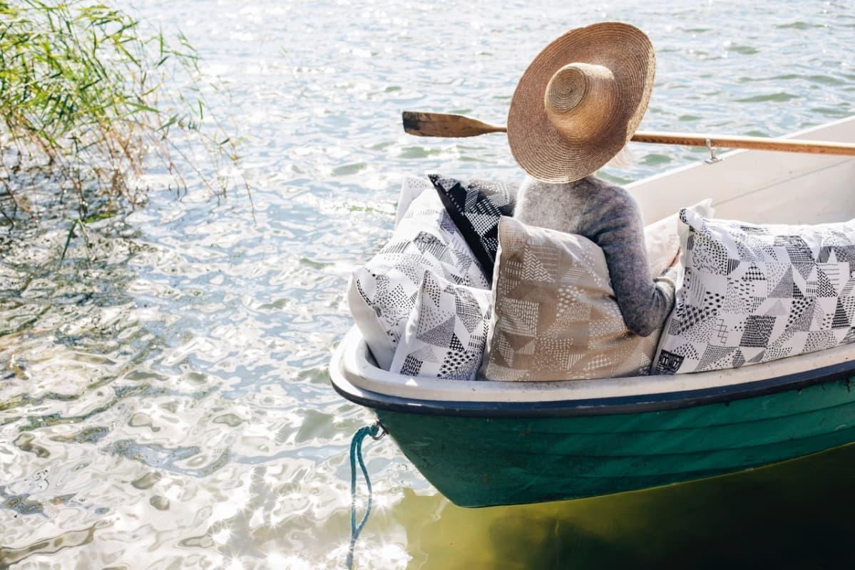 Tekstiileistään tunnettu turkulainen Saana & Olli eli Saana Sipilä ja Olli Sallinen olivat ehdolla Ornamo-palkinnon saajiksi vuonna  2016.