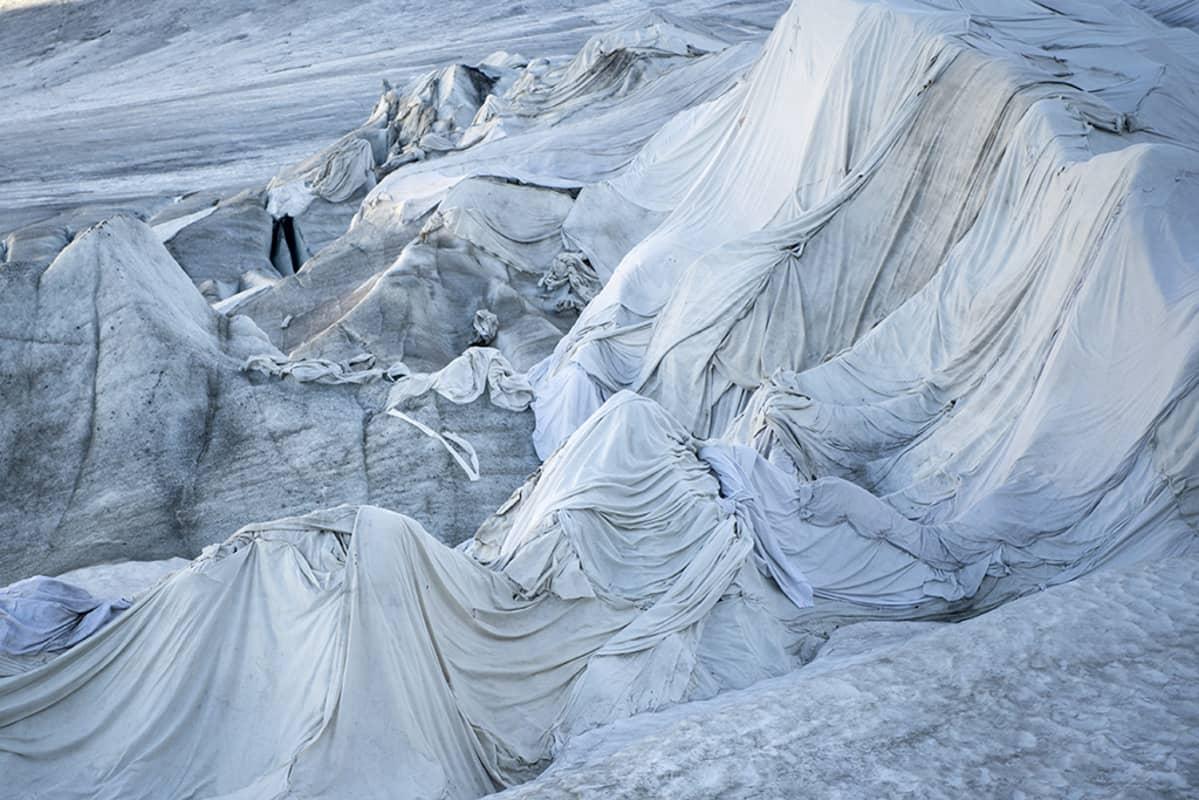 kankaalla peitetty jäätikkö