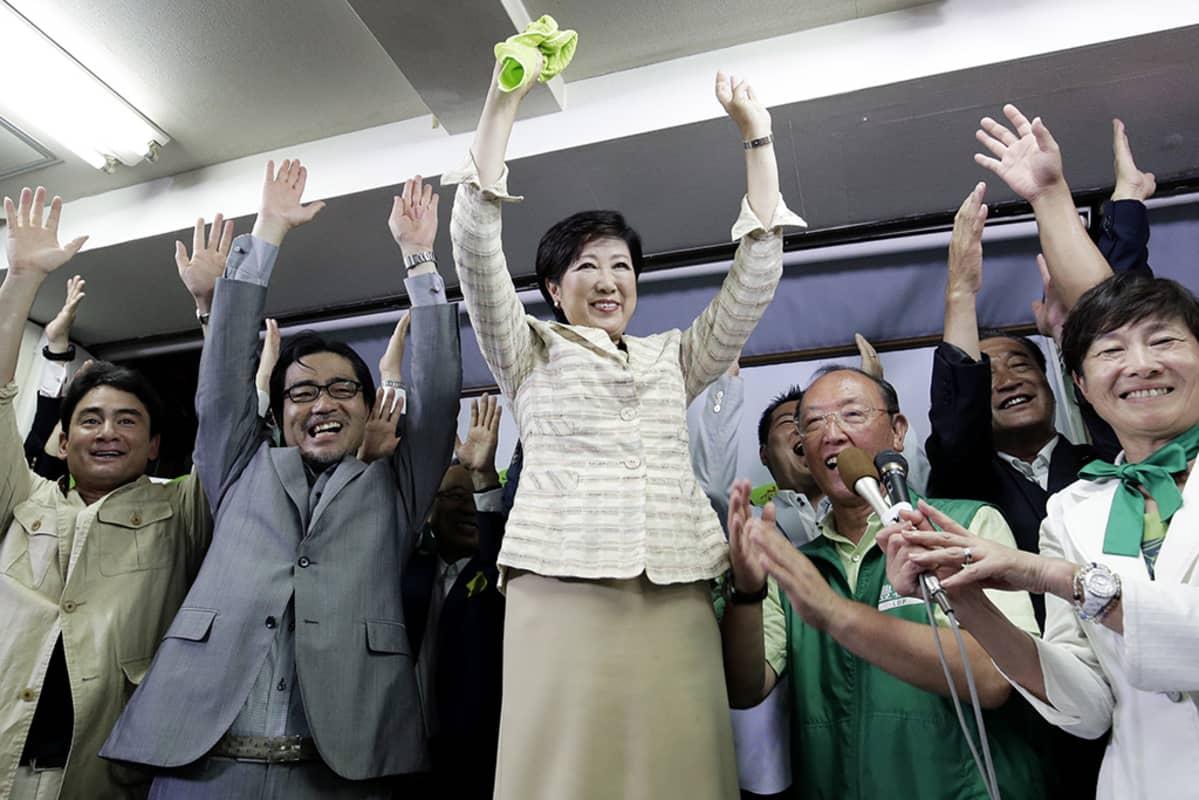 Yuriko Koike juhli valintaansa Tokion kuvernööriksi.