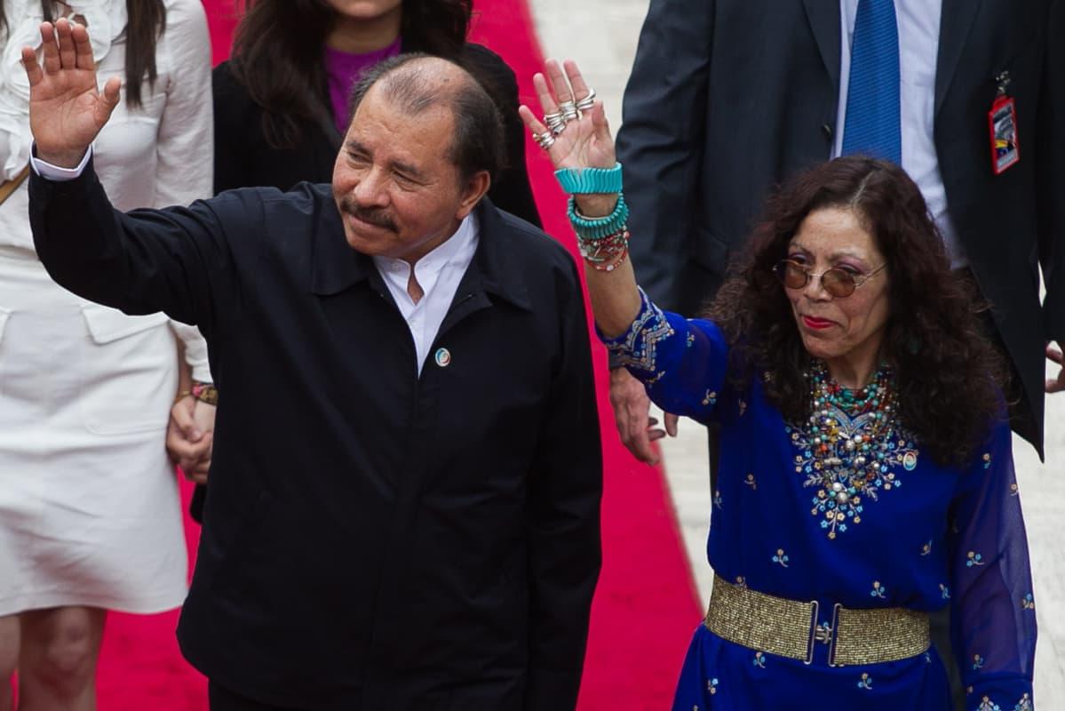 Nicaraguan presidentti Daniel Ortega ja hänen vaimonsa Rosario Murillo
