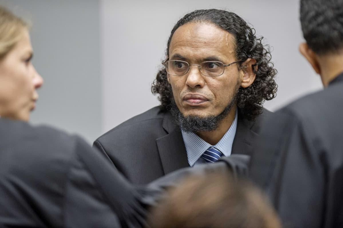 Kuvassa Ahmad al-Faqi al-Mahdi, joka tuomittiin yhdeksäksi vuodeksi vankilaan Timbuktun historiallisten kohteiden tuhoamisesta.