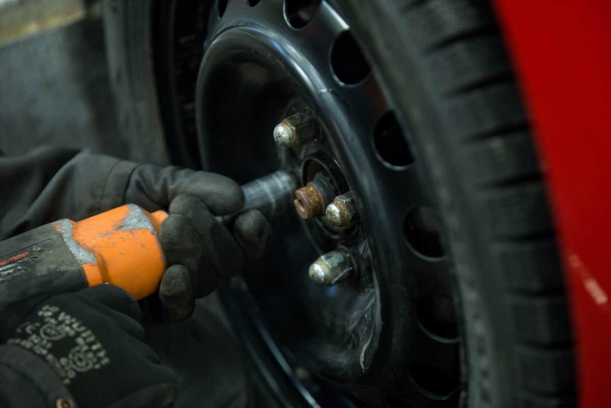 """Moni ajaa liian vanhoilla renkailla, mutta harva sitä tietää – """"talvirenkaat lopettavat kulumisen jossakin vaiheessa"""""""