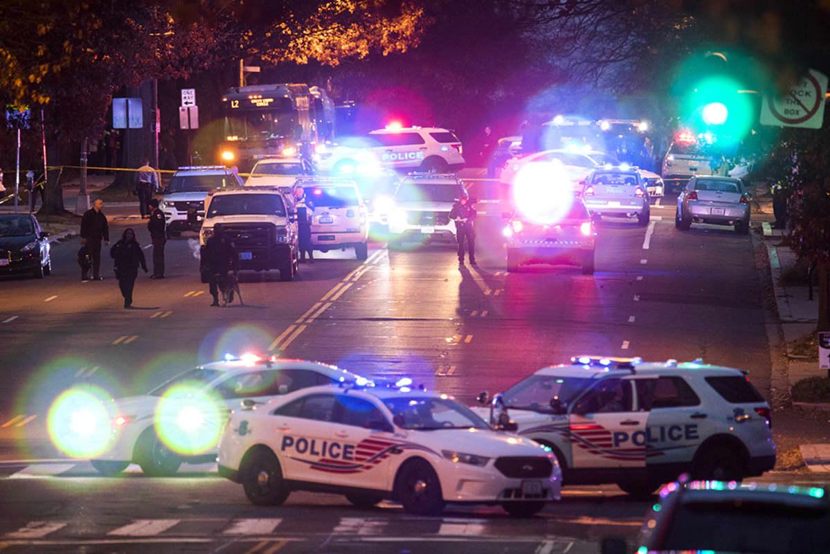 poliisiautoja kadulla