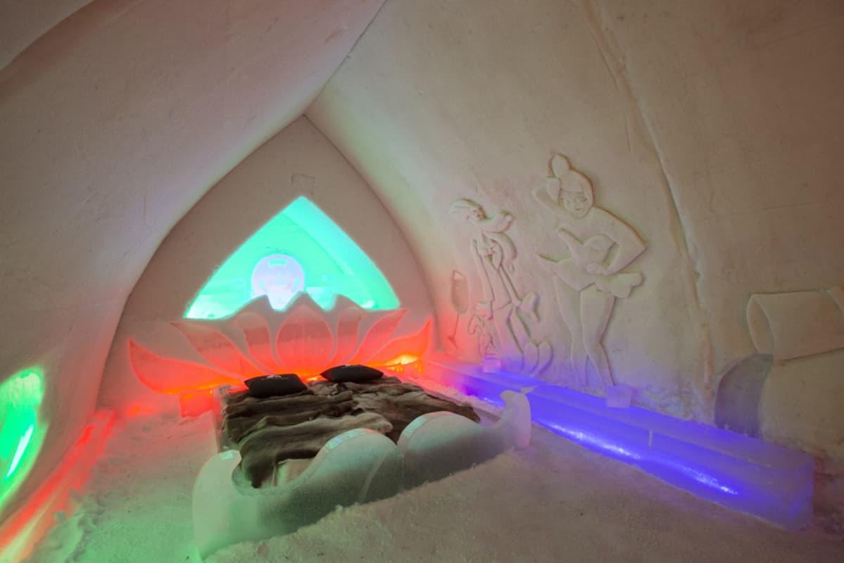 Arctic Snow Hotel lumihotellin sviitti.