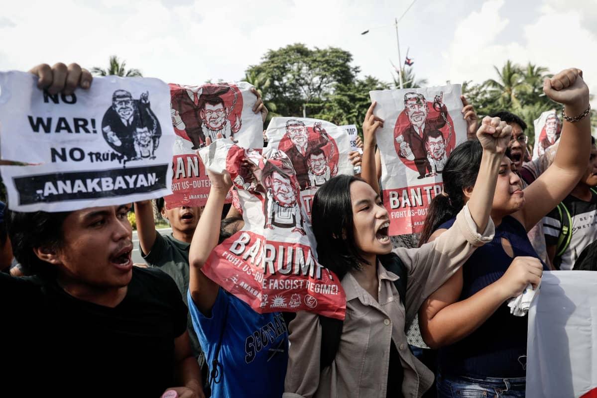 opiskelijat osoittivat lauantaina mieltään Trumpia vastaan Manilassa