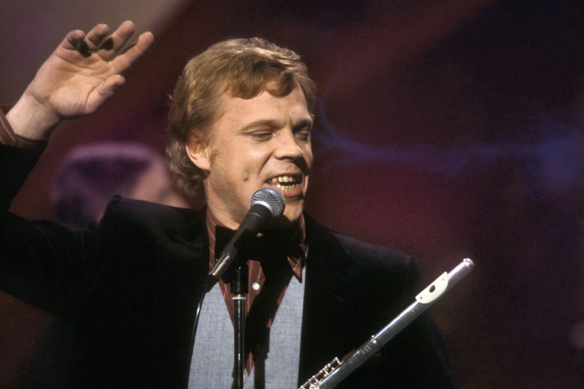 Vesa-Matti Loiri laulaa Euroviisukarsinnoissa 1980