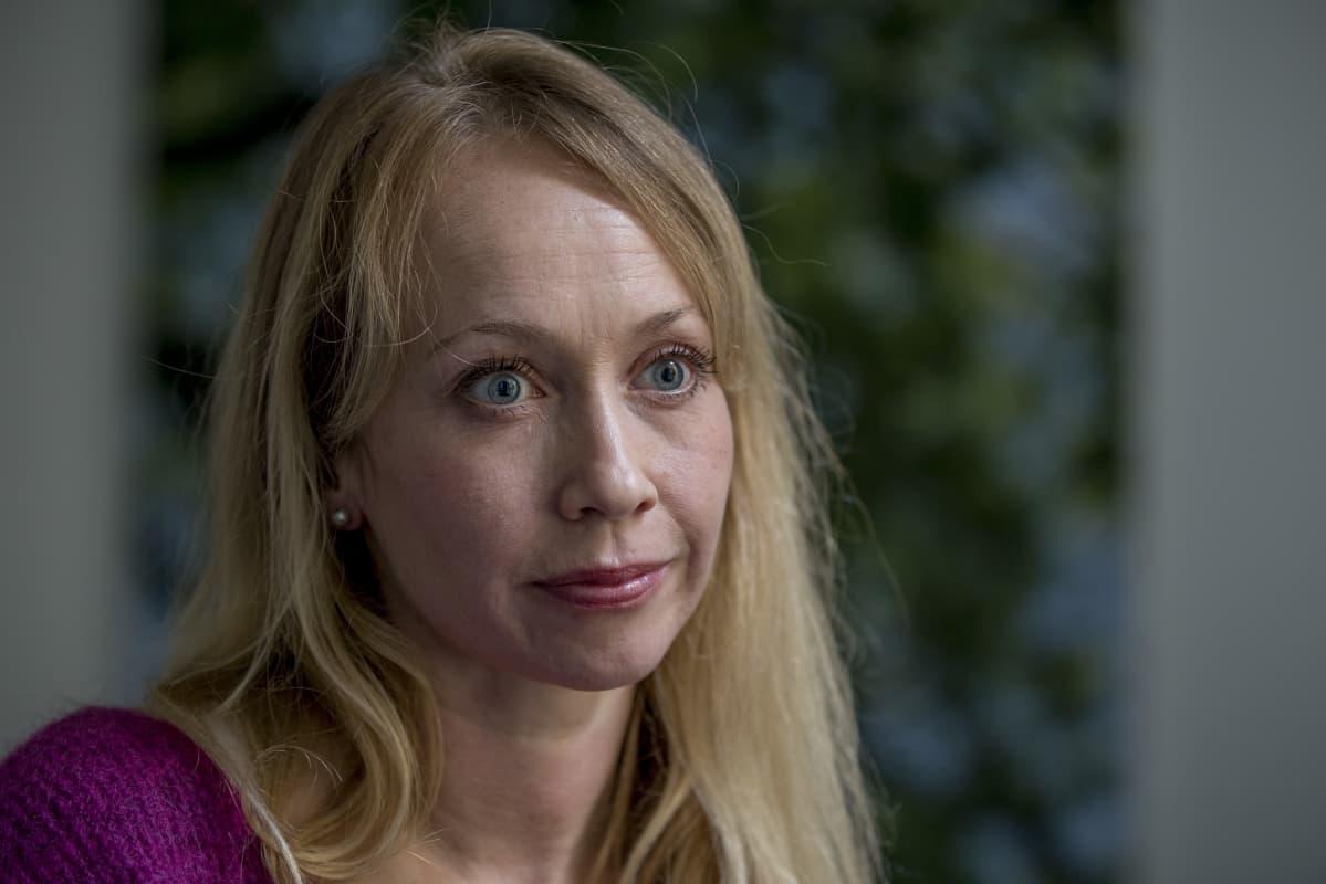 CMI:n Johanna Poutanen haluaa lisää naisia rauhanneuvotteluihin.