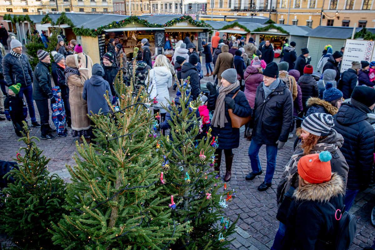 Tuomaan Markkinat Senaatintorilla Helsingissä