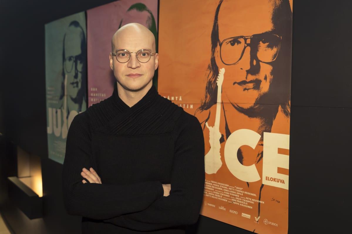 Riku Nieminen, näyttelijä. Riku Nieminen laulaa itse kaikki elokuvan kappaleet.