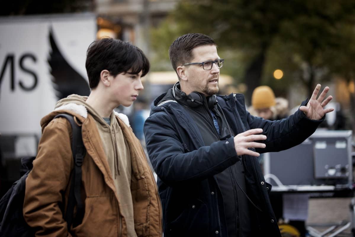 Klaus Härl regisserar Amos Brotherus i samband med Okänd mästare.