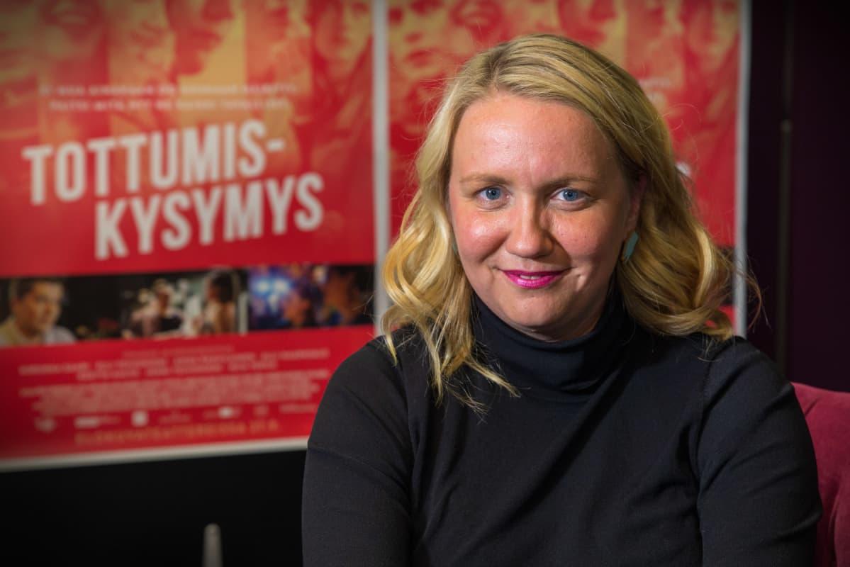 Potrettikuvassa, ohjaaja, Elli Toivoniemi.
