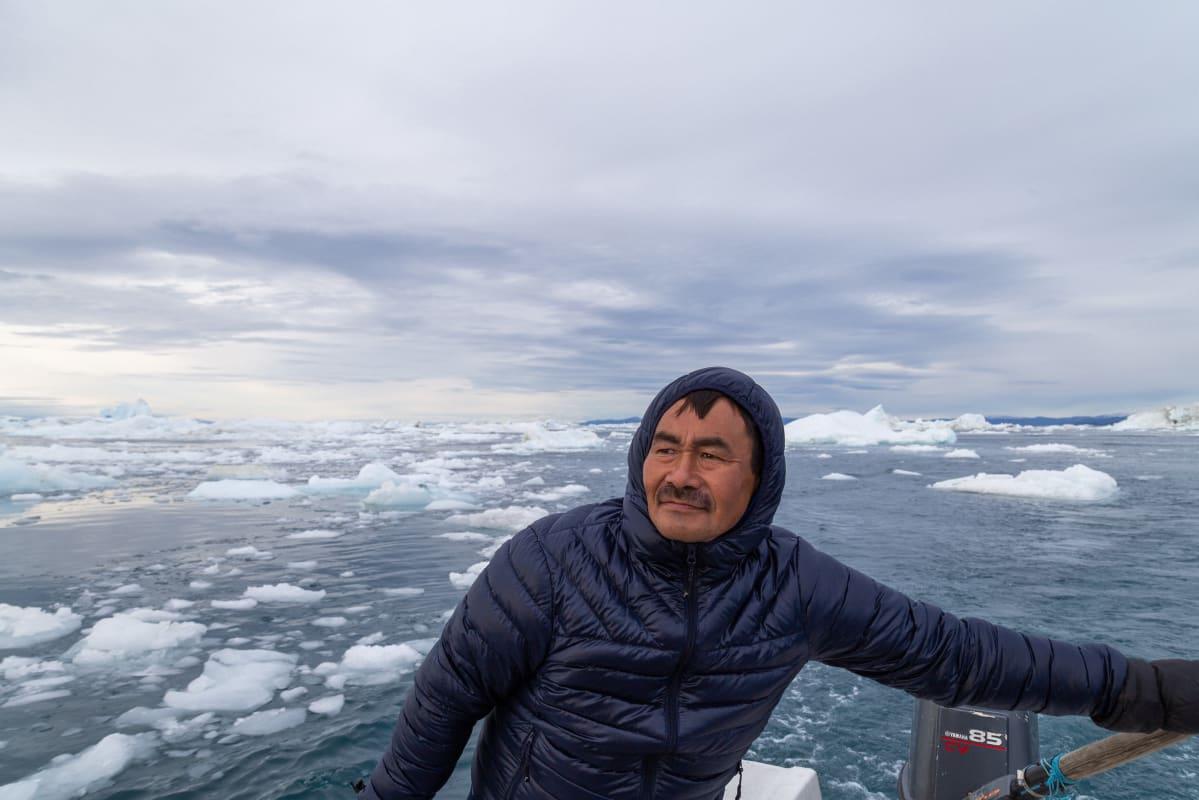Kalastaja Jens Peter Olsvig kalastaa Grönlannin Ilulissatissa