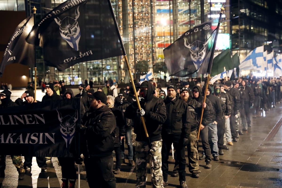 Soldiers of Odin -marssin osallistujia Kansalaistorilla