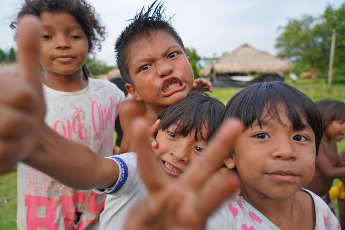 Munduruku-intiaanien Sawré Muybu -kylän lapsia.