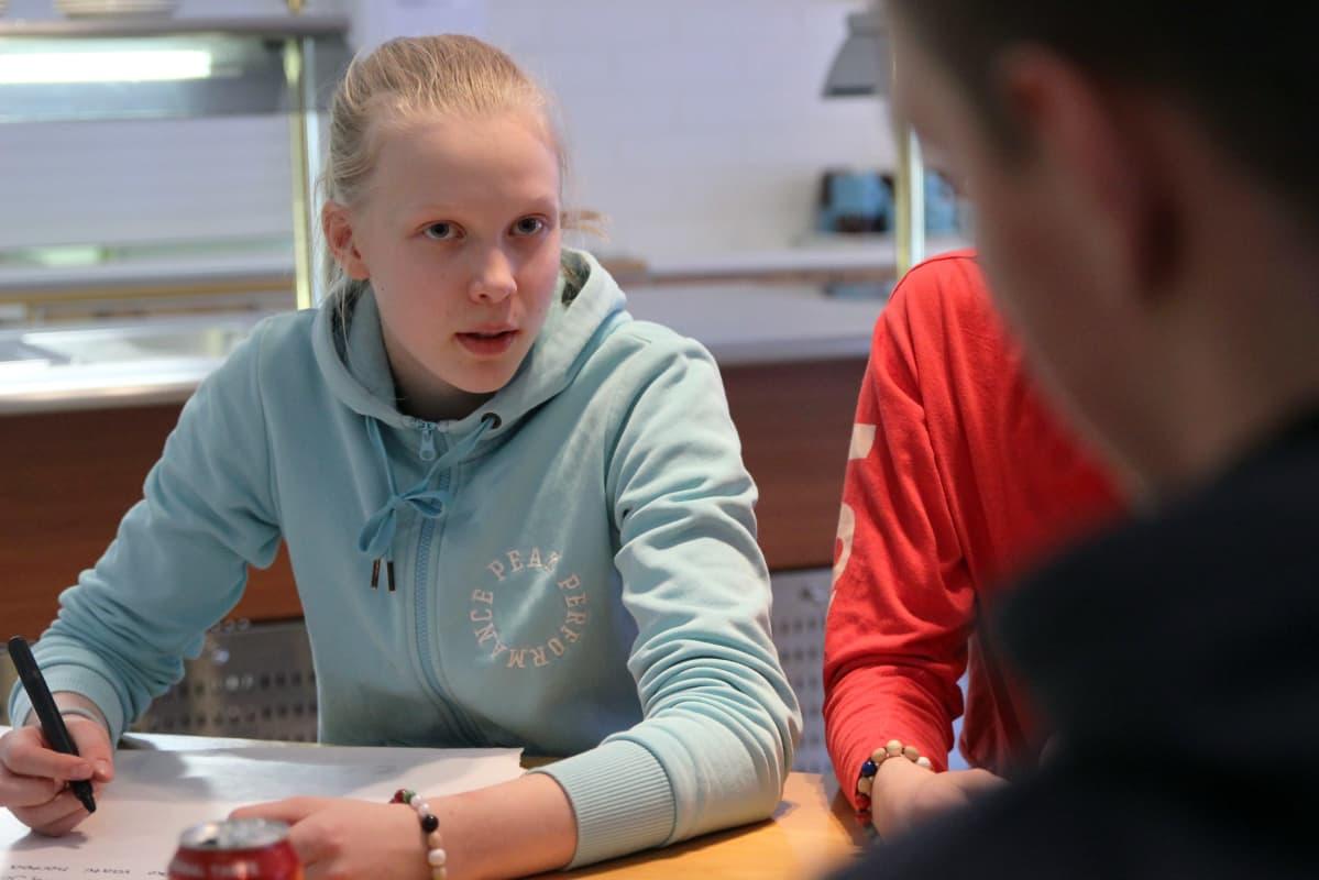 Savonlinnalainen Venla Huoman osallistui hiihtolomariparille.