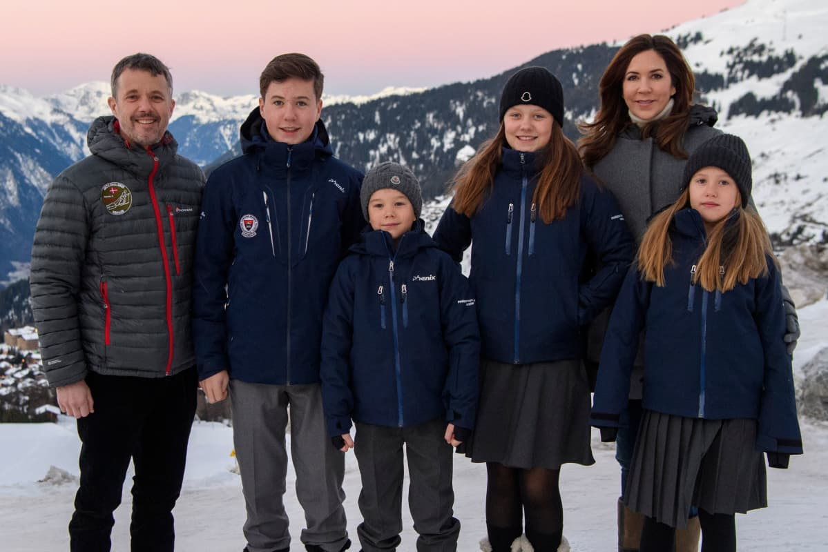 Kruununprinssi Frederik, prinssi Christian, prinssi Vincent, prinsessa Isabella, prinsessa Josephine ja kruununprinsessa Mary.