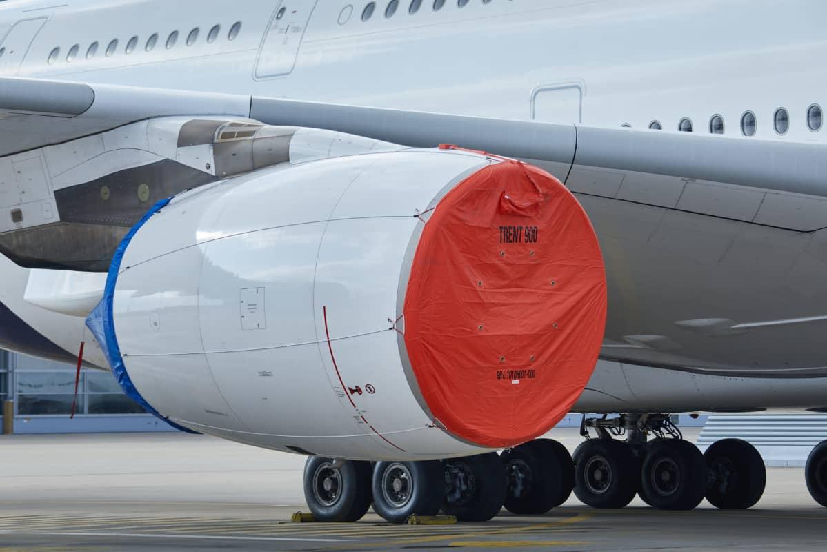 Lufthansan Airbus A380 pysäköitynä lentoasemalle