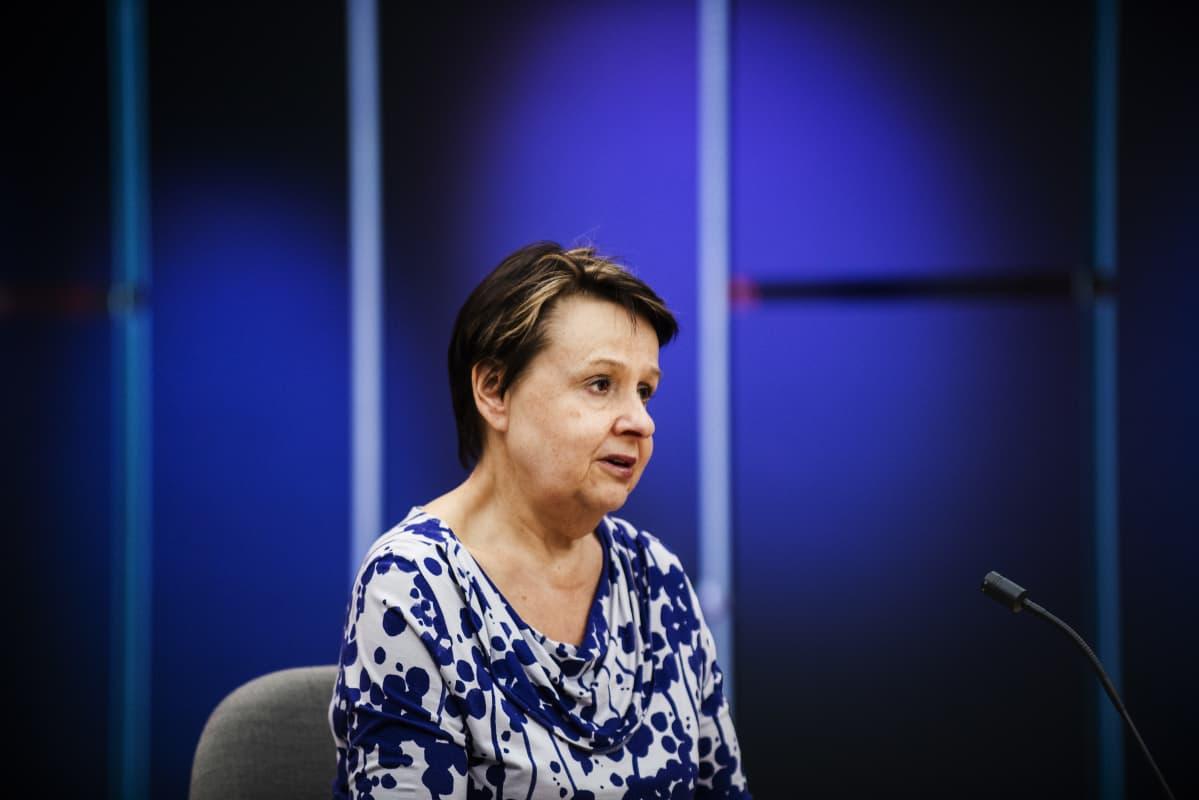 Kuvassa on kansliapäällikkö Kirsi Varhila, joka osallistui Ylen koronavirus-aiheiseen erikoislähetykseen 28. toukokuuta 2020.