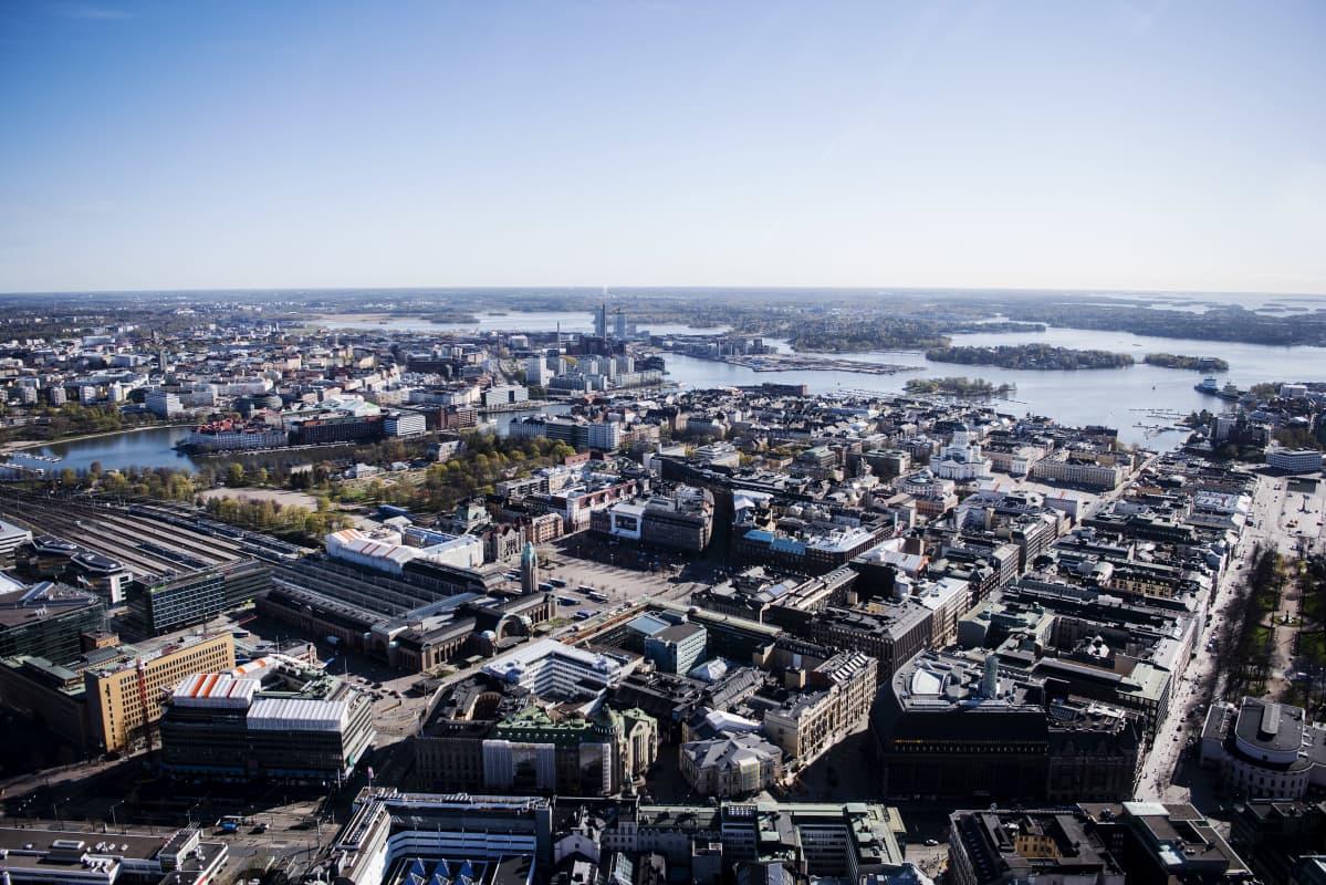 Ilmakuvassa on Helsinkin päärautatieasema toukokuussa 2020.