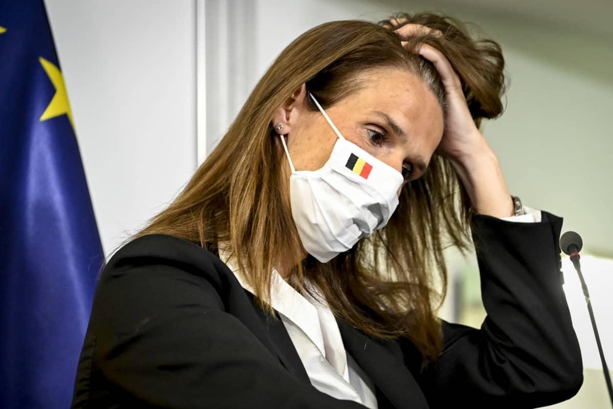 Belgian pääministeri haroo hiuksiaan
