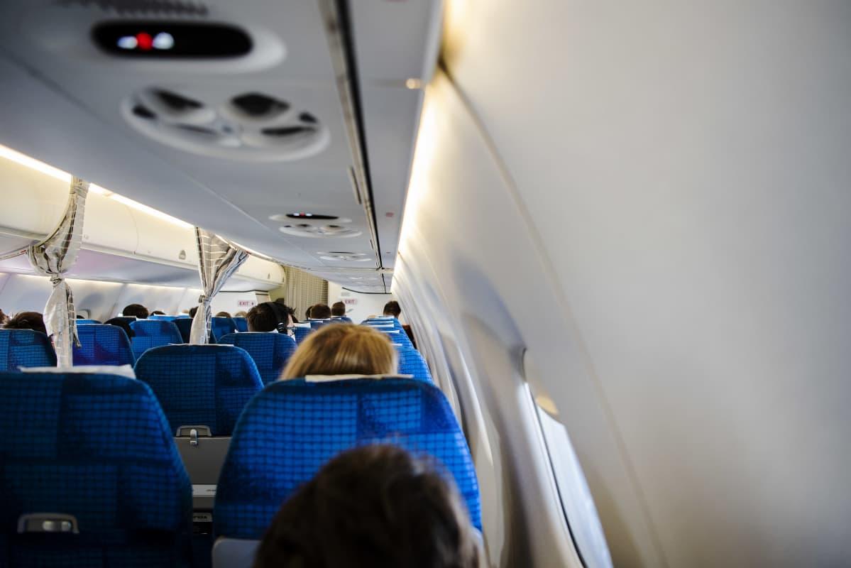 Kuvassa on näkymä Norran lentokoneen matkustamoon syyskuussa 2020.