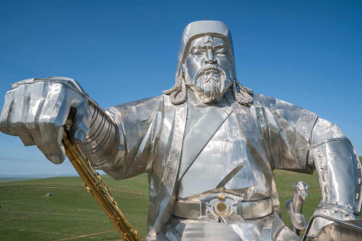 Mongoliassa Tšingis-kaanin ratsastajapatsas on suosittu matkailukohde.