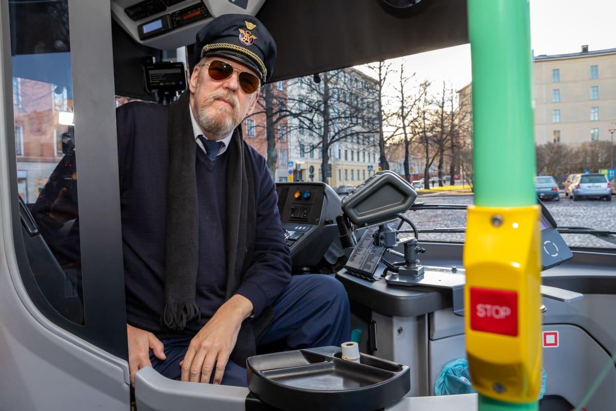 Linja-autonkuljettaja Mika Sinisalo