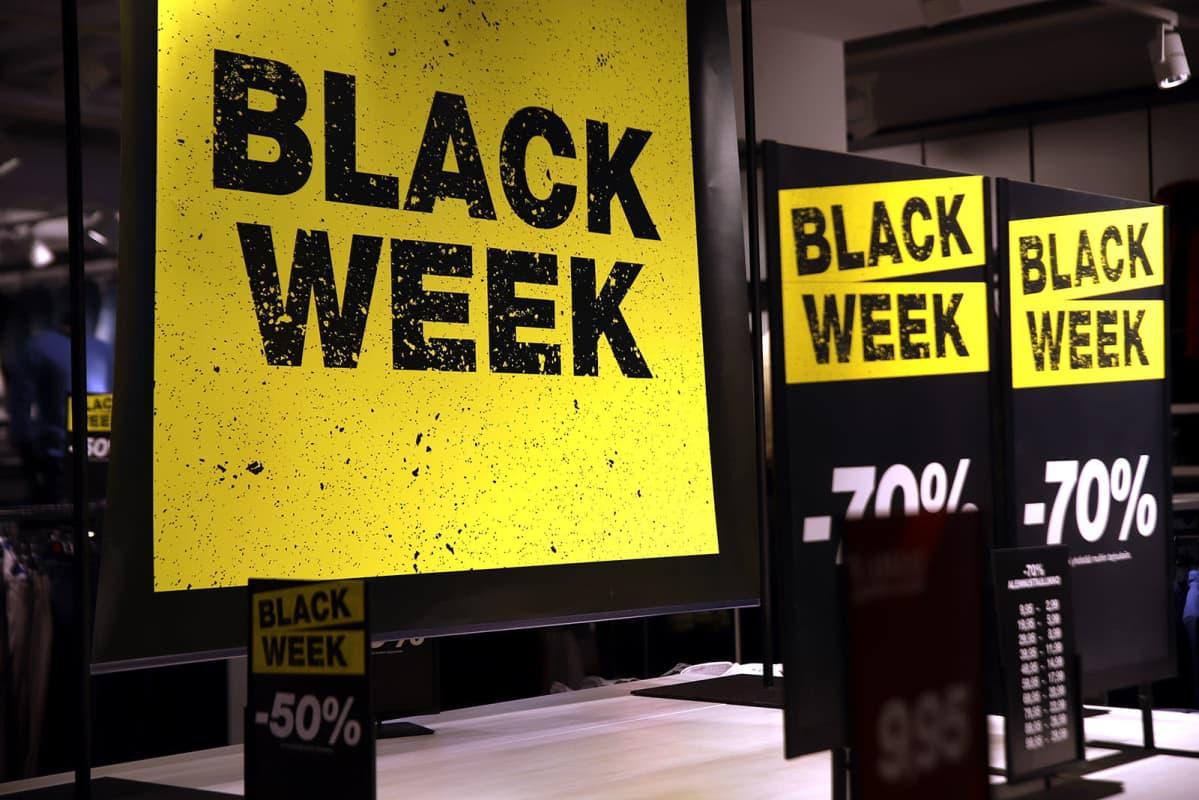 Black Week -alennuskylttejä kauppakeskus Hansassa.