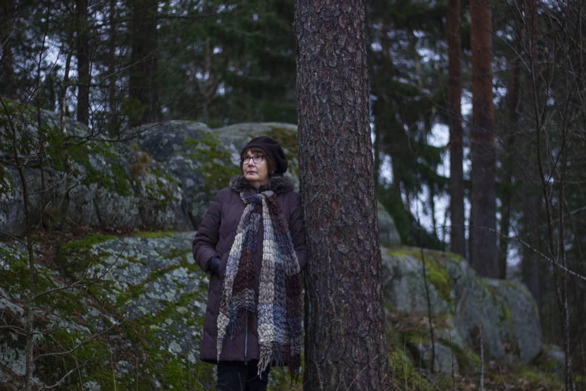 Turkulainen Outi Valo kuvattuna liittyen naisten vaiettuun aggressioon (vaakakuva).