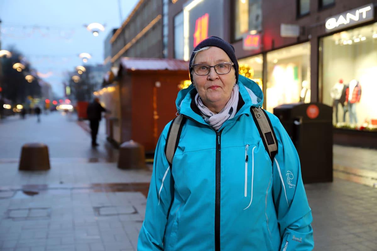 Sirkka Mäkinen, 70, muutti Turkuun vuosi sitten ja on viihtynyt kaupungissa hyvin.