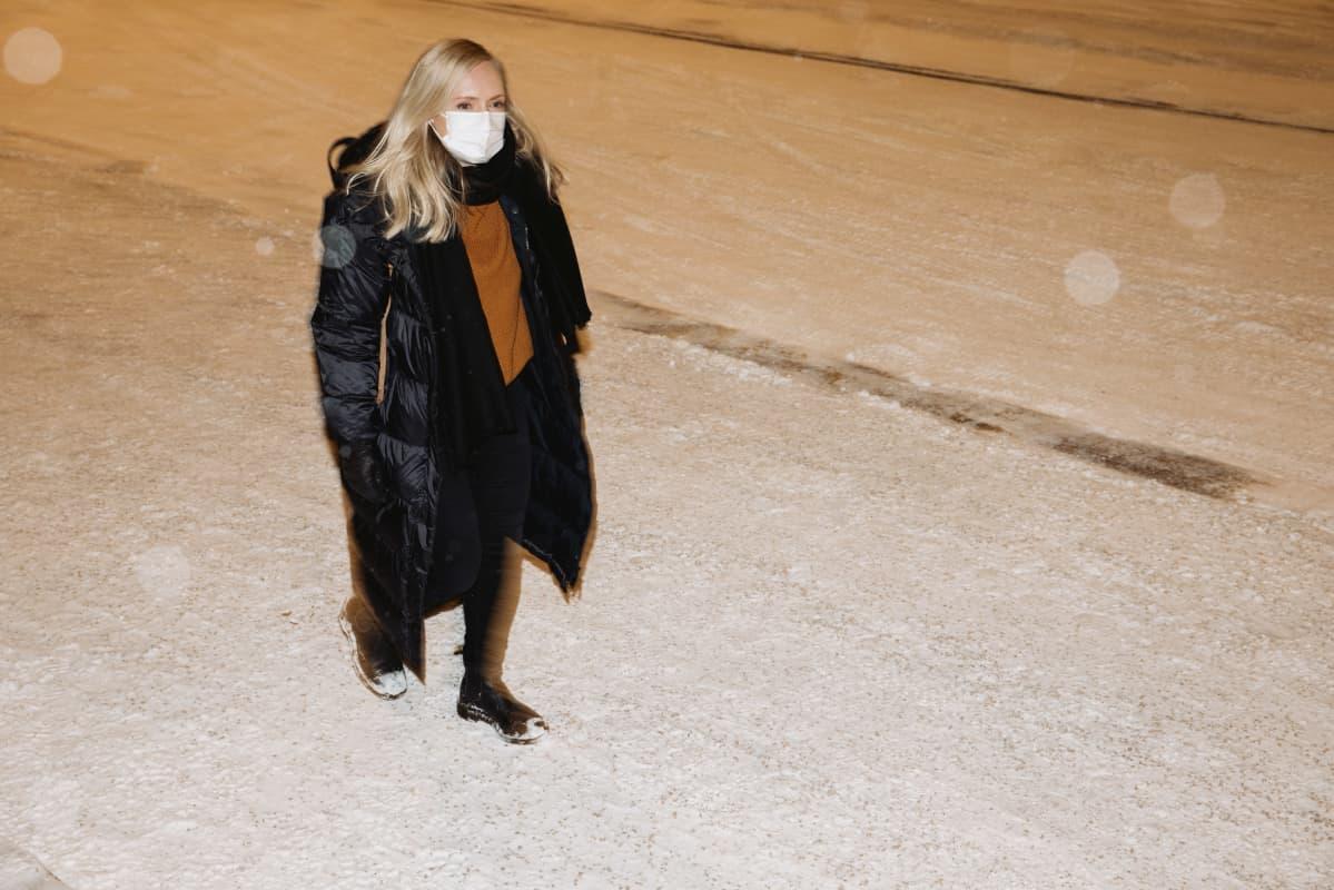 Ministeri Maria Ohisalo saapuu Säätytalolle.