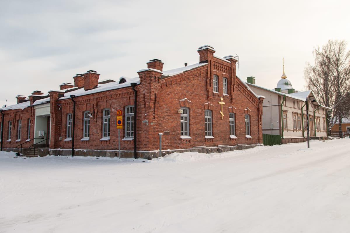 Ortodoksisen seurakunnan seurakuntavirasto ja vanha pappila Lappeenrannan linnoituksessa.