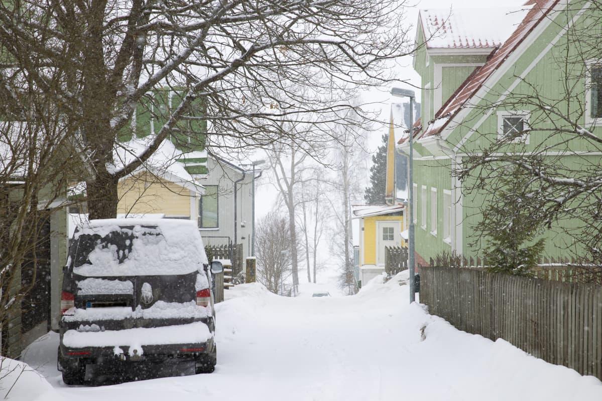 Pulkkasaarenkatu Tampereen Pispalassa.
