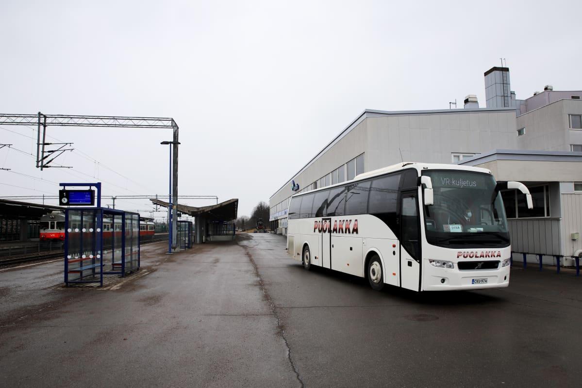 Bussi Kouvolan rautatieasemalla