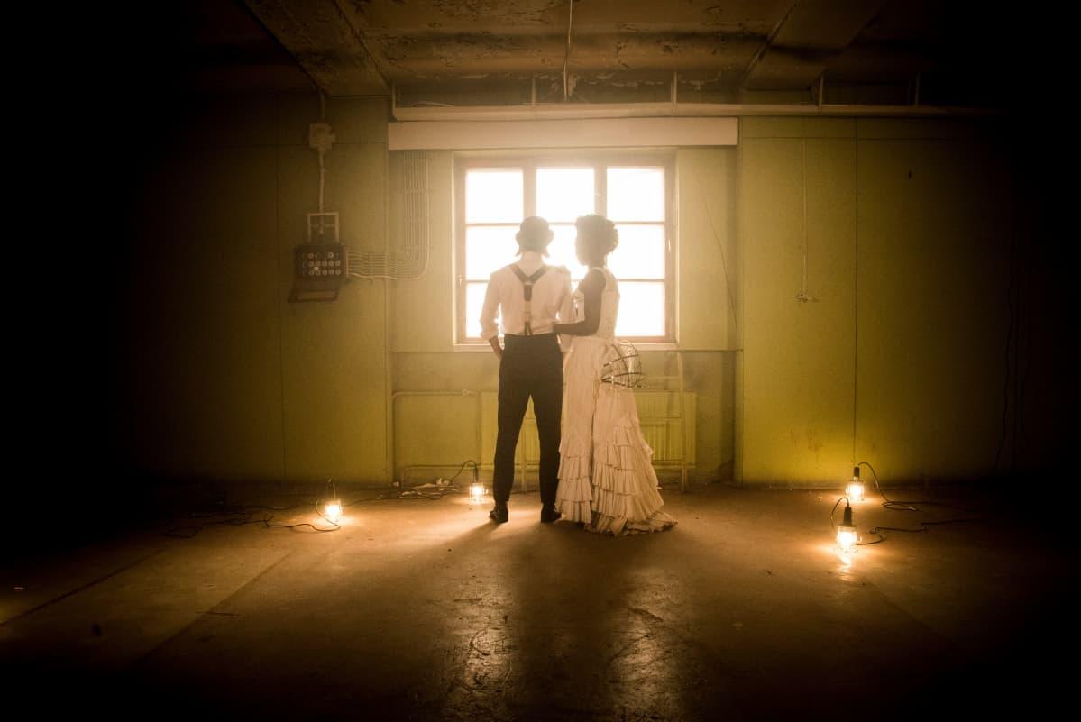Shakespearen ikiklassikko Romeo ja Julia saa Suomen Kansallisteatterissa uuden tulkinnan, jossa nimirooleja näyttelevät Teatterikorkeakoulussa vielä opiskelevat Diana Tenkorang ja Olli Riipinen.