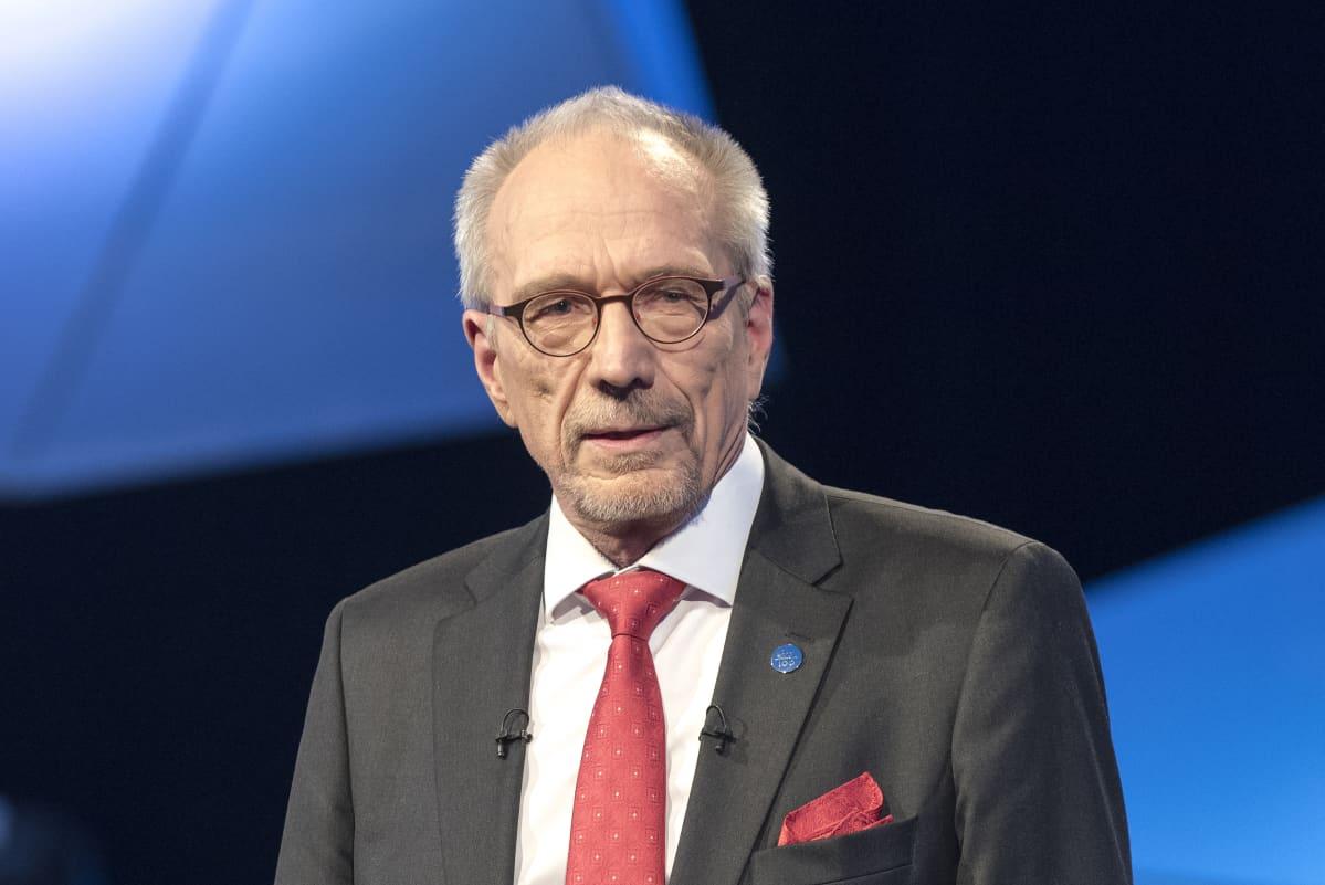 Nils Torvalds pitää puhetta presidenttitentissä, Nils Torvalds presidenttitentti 10.01.2018, presidenttipäivät TV1