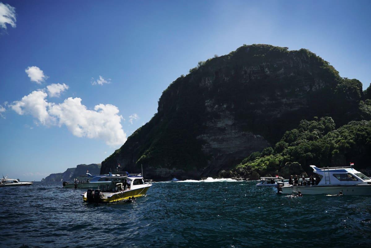 Manta Point on sukeltajien suosiossa, koska kaikki tahtovat nähdä siellä viihtyviä paholaisrauskuja.