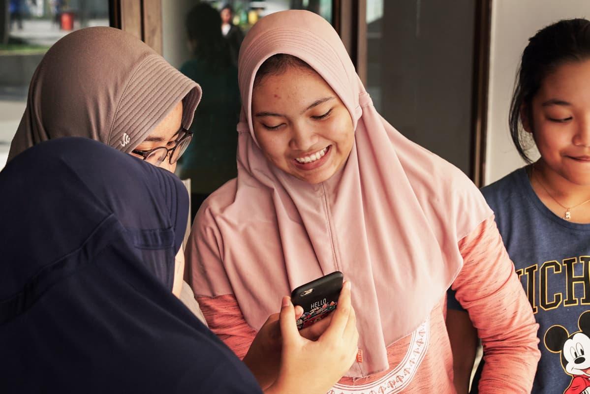 Jakartalaisten nuorten mielestä ilmapiiri on muuttunut suvaisemattomammaksi. Giska Septiyanin mukaan ihmiset ovat silti vielä yhtä.
