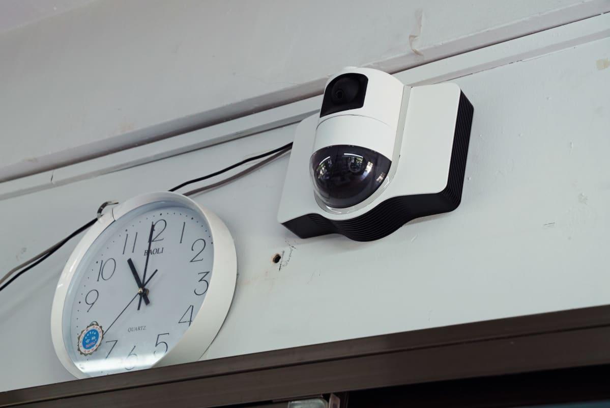 Lähikuva valvontakamerasta.