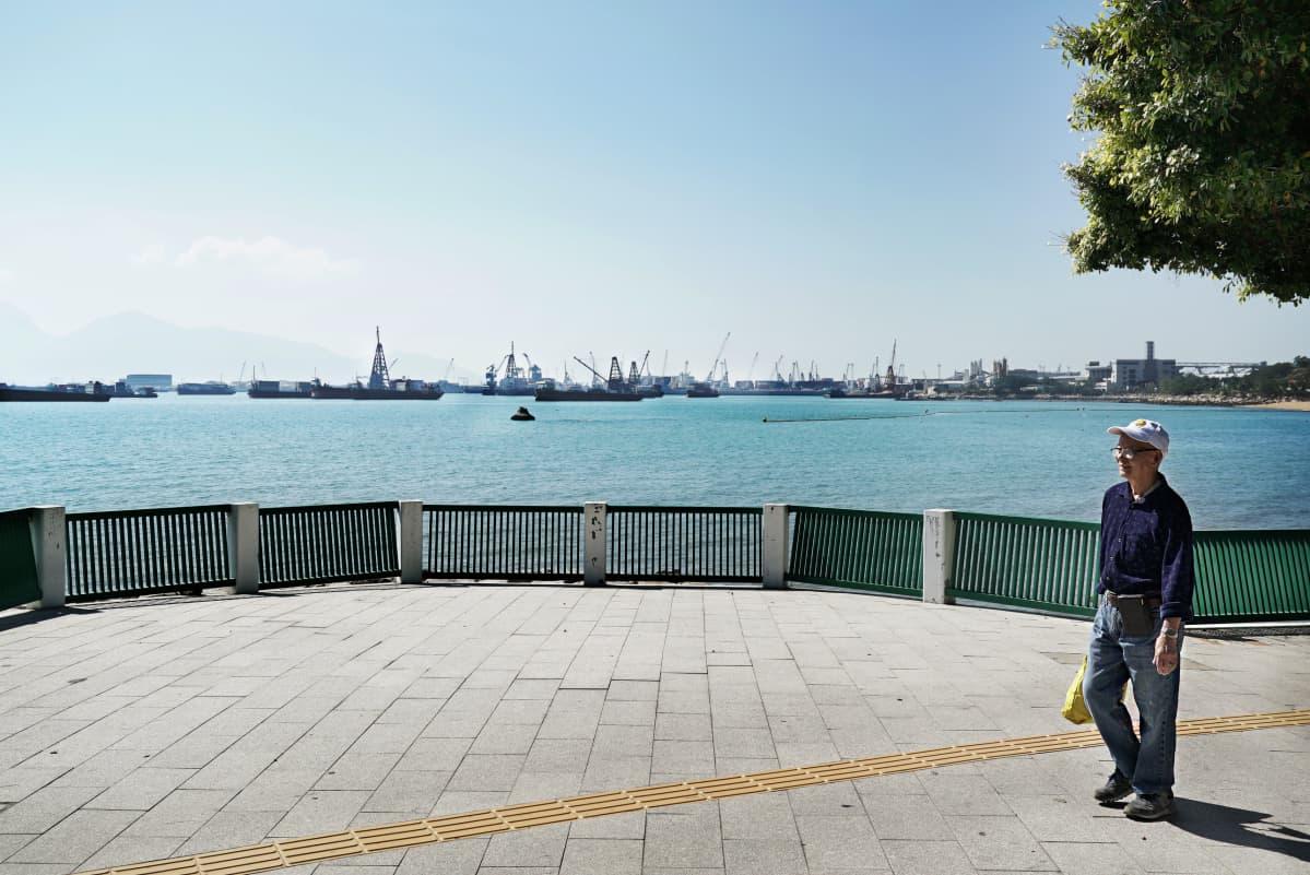 Nykyinen kotiranta Butterfly Beach on toisella puolella Hongkongia, mihin Hong Ying aikoinaan rantautui.