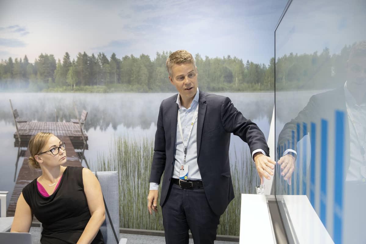 Sami Pyykkösen ja Maija Järvisen mukaan vastuullisuus näkyy myös tulosrivillä. Esimerkiksi aurinkokennot maksavat itsensä takaisin alle kymmenessä vuodessa.
