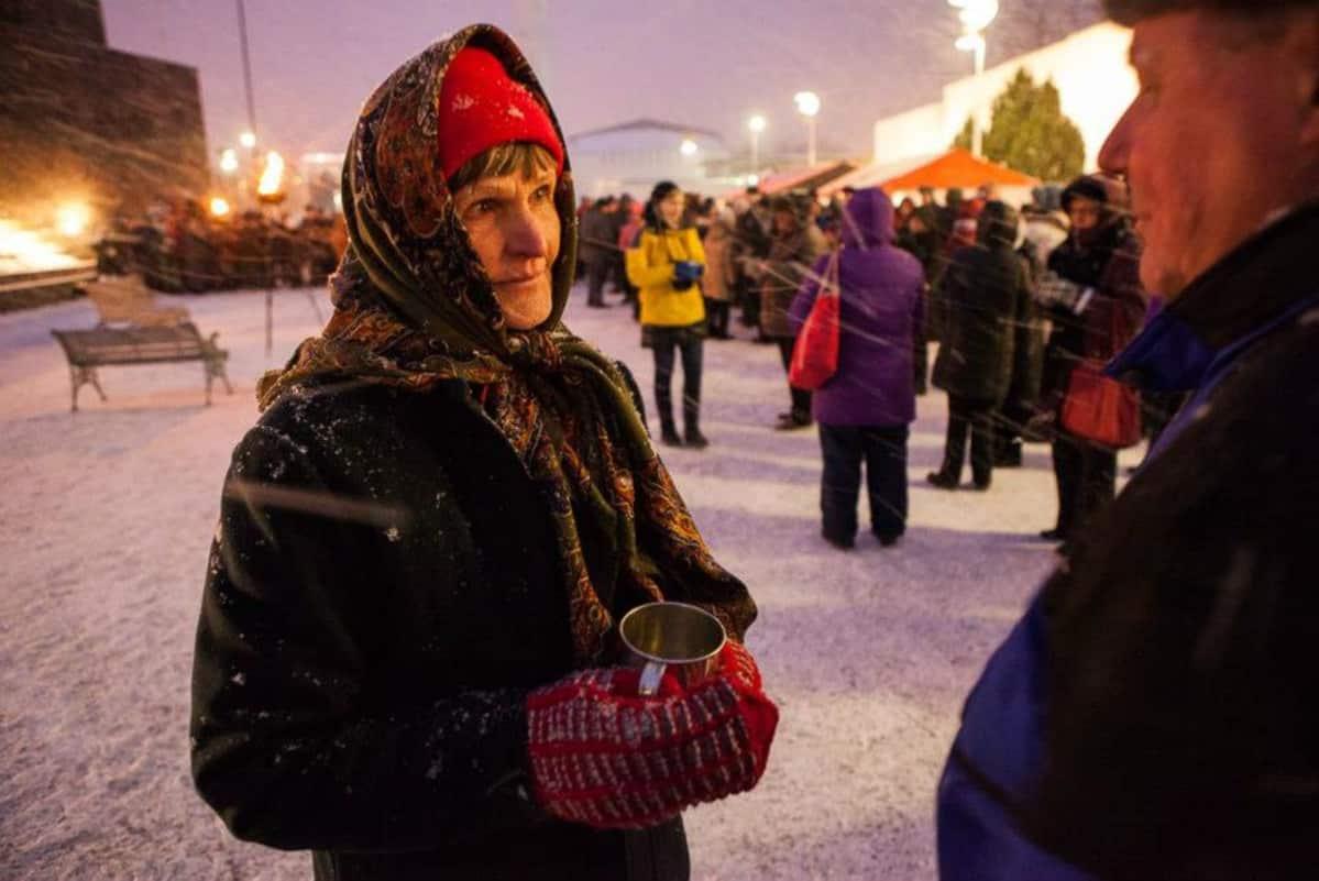 Peräseinäjokelainen harrastajanäyttelijä Airi Lepistö on mukana Johannes-passio, Ristin tie -esityksessä. Kuva on vuoden 2013 esityksestä.