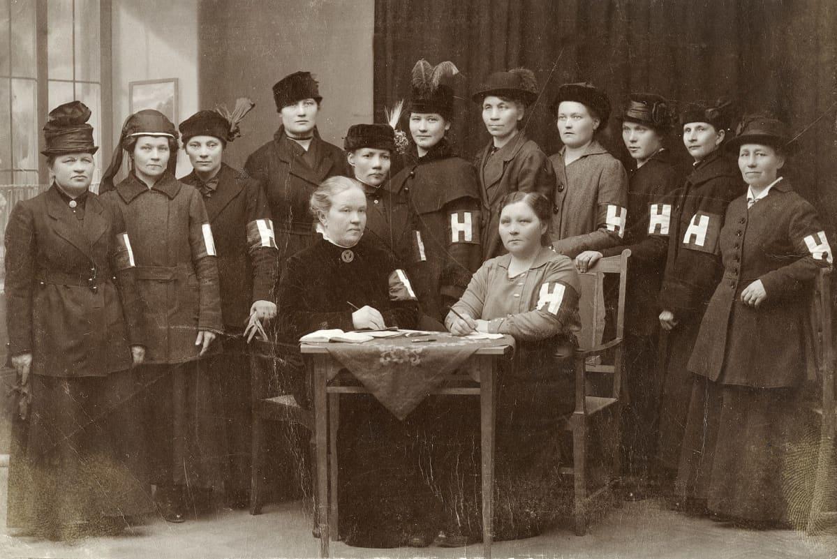 Helsingin poliisiasemalla toiminut järjestyskunnan naisvaliokunta