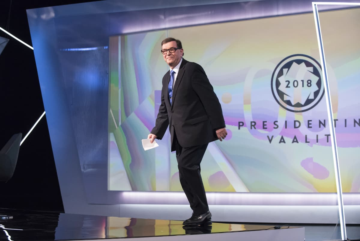 Paavo Väyrynen TV1:n studiossa presidenttitentti-ohjelmassa 08.01.2018. Presidentinvaalit 2018, presidenttipäivät televisiossa