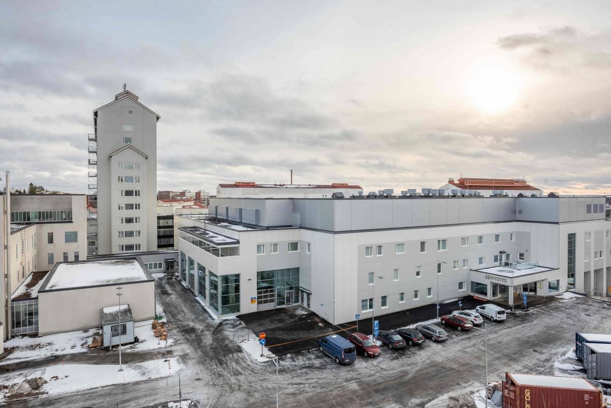 Pohjois-Karjalan keskussairaalan uusin laajennus on valmistunut vanhan päärakennuksen yhteyteen.