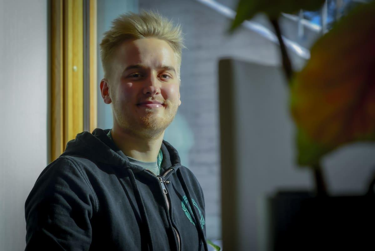 Petri Laaksonen hymyilee kameralle.