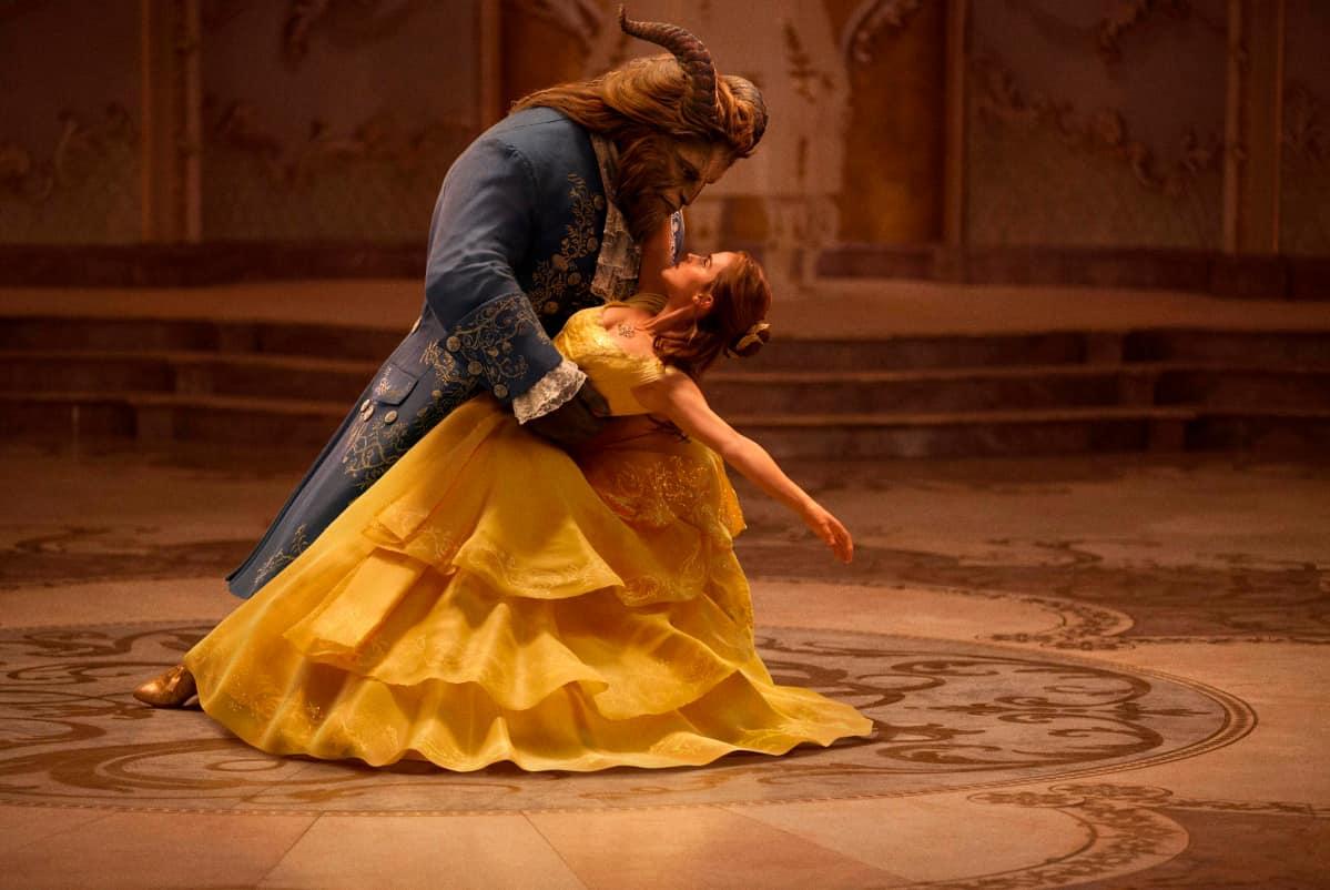 Dan Stevens esittää Hirviötä, Emma Watson on Belle.